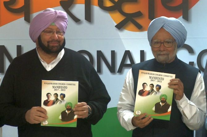 Manmohan Singh releases Congress manifesto, promises better future for Punjab