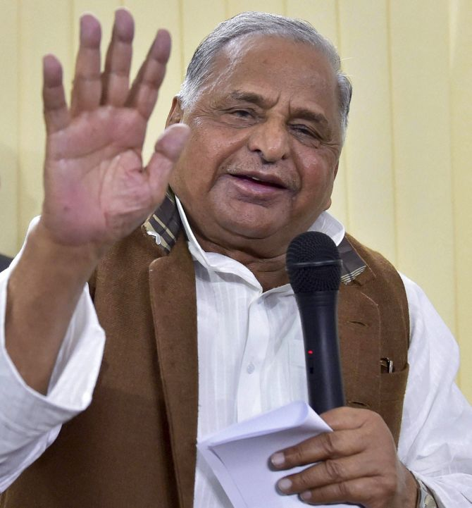 Mulayam vows to keep SP united, save 'cycle' at all costs