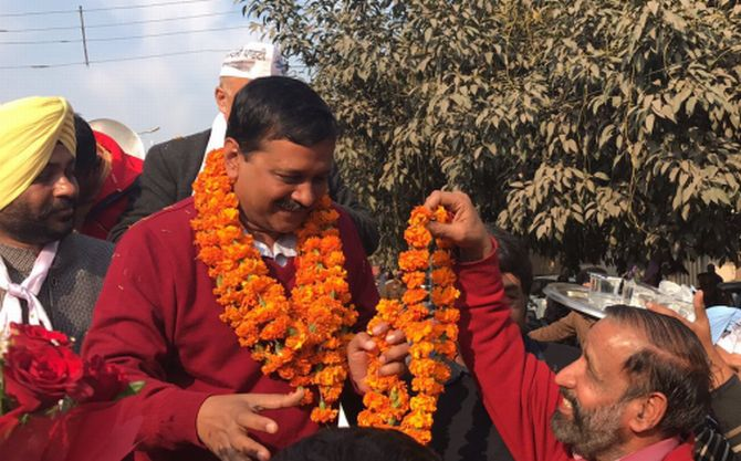 Kejriwal again asks voters to accept money from parties
