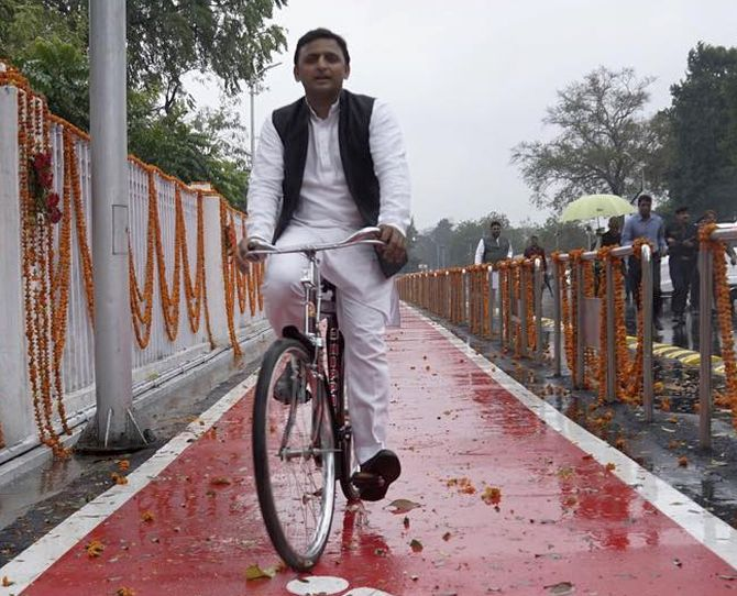 Akhilesh-led SP to ride 'cycle' in UP assembly polls