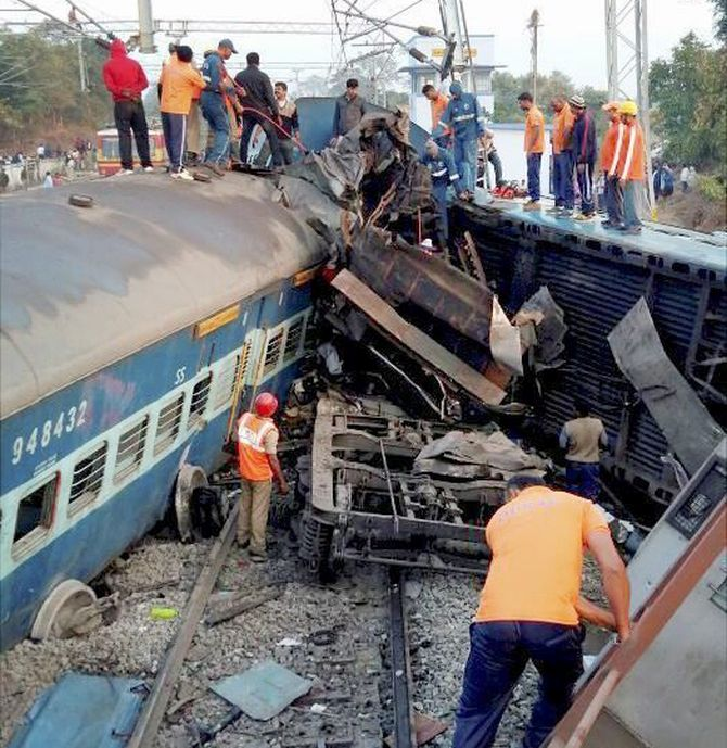 India News - Latest World & Political News - Current News Headlines in India - 39 killed in Hirakhand express derailment in Andhra Pradesh