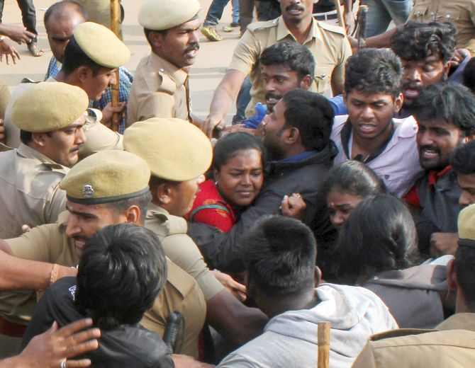 India News - Latest World & Political News - Current News Headlines in India - Jallikattu: Rajinikanth, Kamal Haasan call for restraint by students