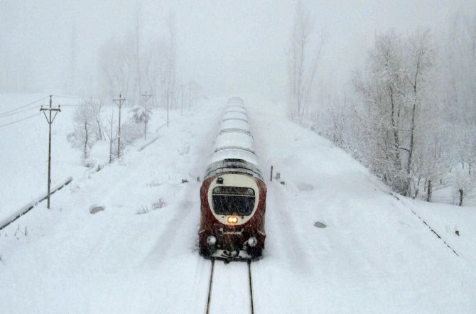 India News - Latest World & Political News - Current News Headlines in India - Chill continues in Valley, Srinagar-Jammu National Highway reopens