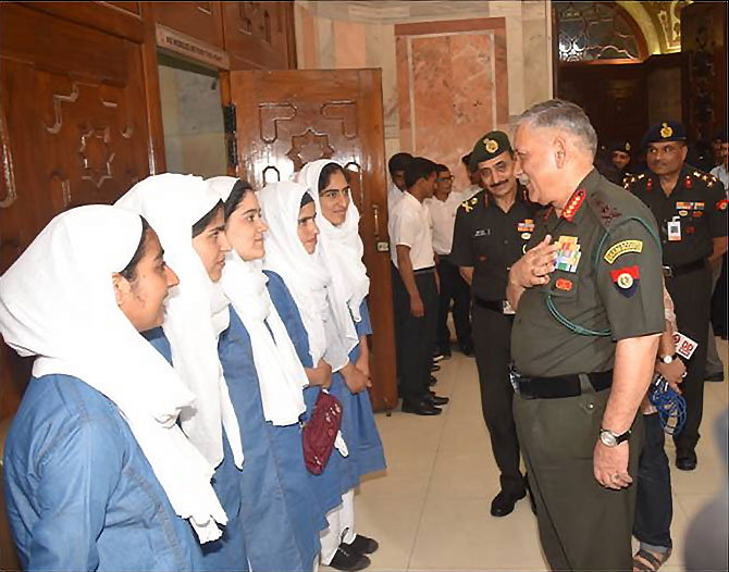 Army chief with Kashmiri students