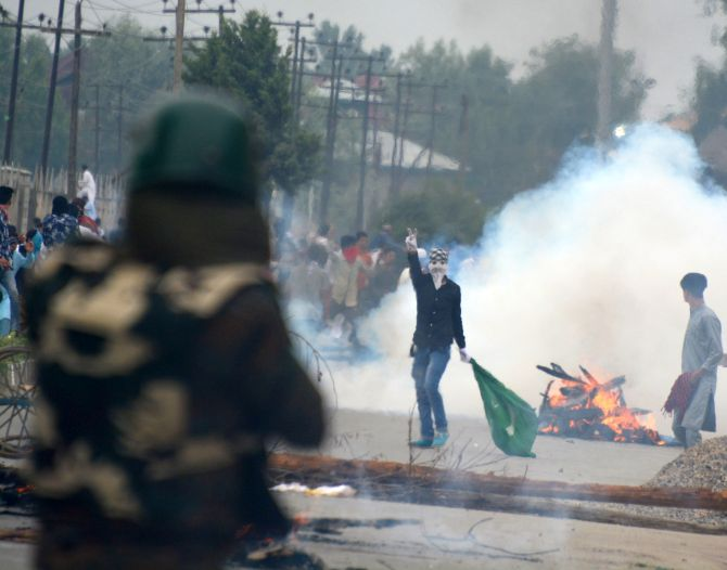 India News - Latest World & Political News - Current News Headlines in India - The only voices of 'India' Kashmir hears...