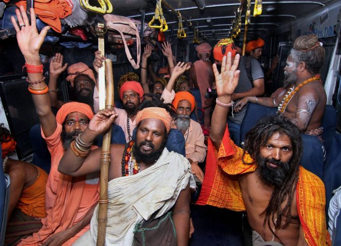 Sadhus make their way to Amarnath yatra