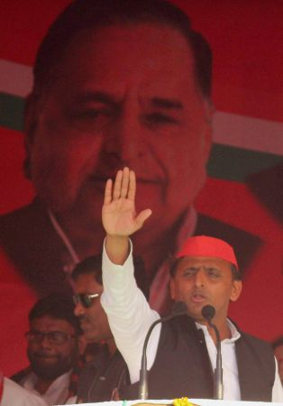 EC issues notice to Akhilesh for bribery remark