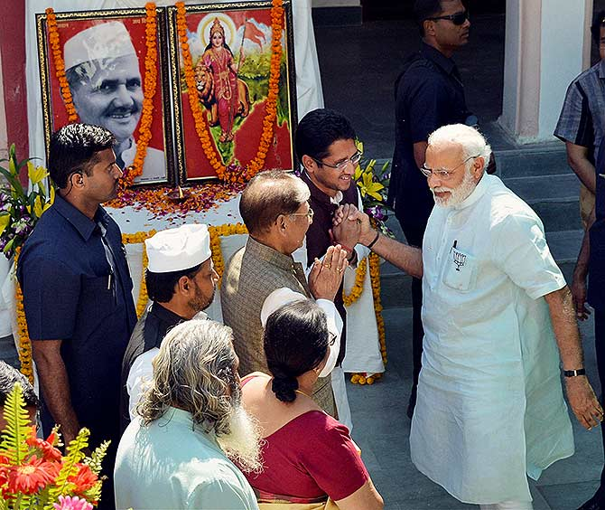 India News - Latest World & Political News - Current News Headlines in India - Photos: PM Modi's day out at Varanasi