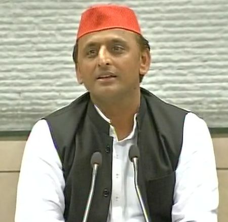 No threat to Akhilesh's leadership in SP