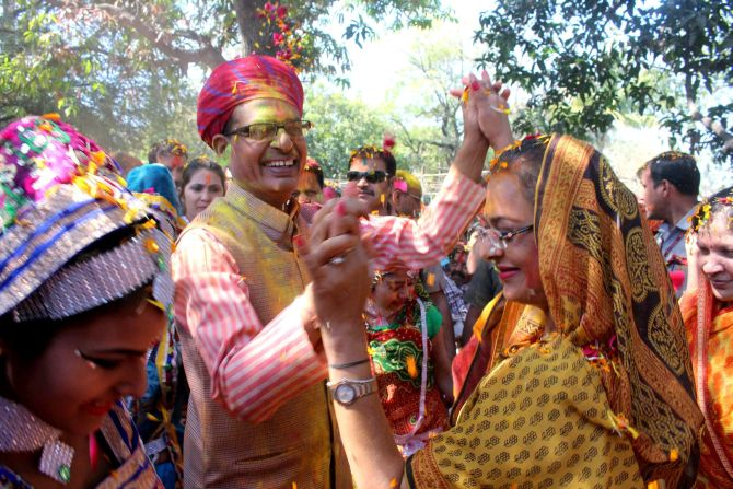 India News - Latest World & Political News - Current News Headlines in India - PHOTOS: How netas celebrated Holi