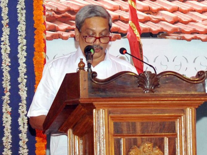 Parrikar makes ghar wapsi as he sworn-in as Goa CM