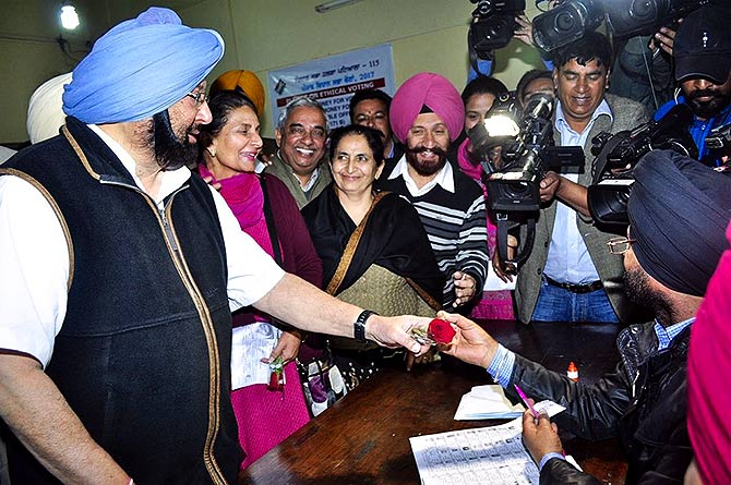 Captain Amarinder Singh's family votes in the 2107 election