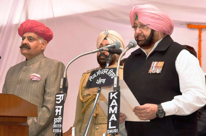 India News - Latest World & Political News - Current News Headlines in India - Captain Amarinder Singh sworn in as Punjab CM