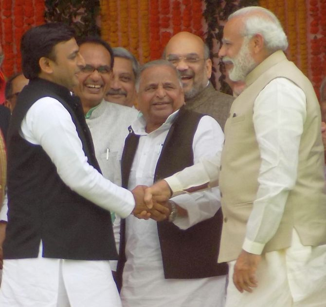 India News - Latest World & Political News - Current News Headlines in India - PHOTOS: After trading barbs, PM shares light moment with Akhilesh