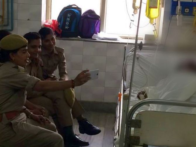 India News - Latest World & Political News - Current News Headlines in India - UP: 3 women cops suspended after taking selfies with acid attack victim