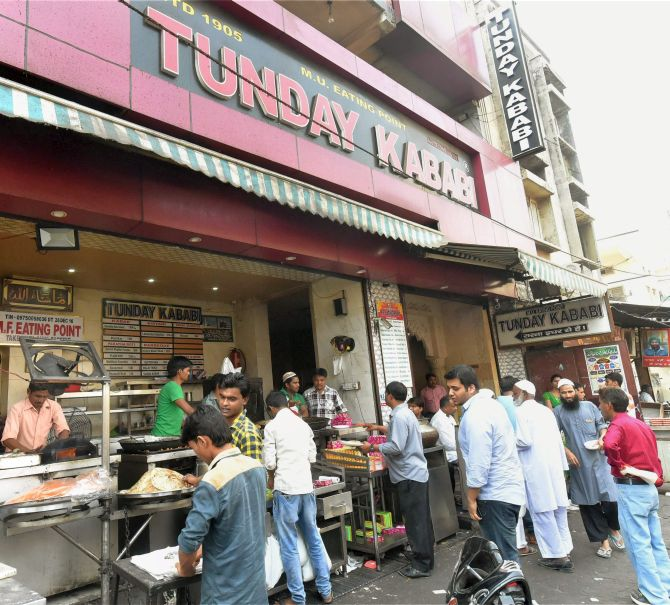 India News - Latest World & Political News - Current News Headlines in India - Lucknow turns vegetarian as meat sellers go on strike