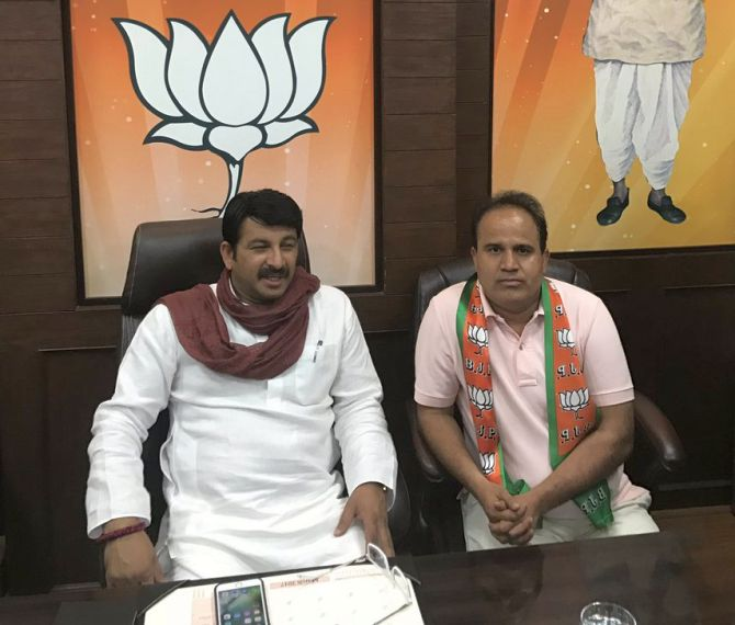 India News - Latest World & Political News - Current News Headlines in India - Ahead of MCD polls, AAP MLA Ved Prakash joins BJP