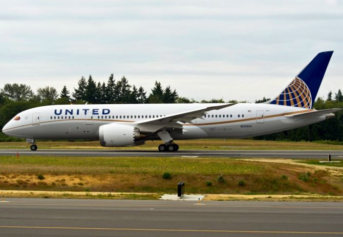 India News - Latest World & Political News - Current News Headlines in India - United Airlines bars 2 girls from flying for wearing leggings
