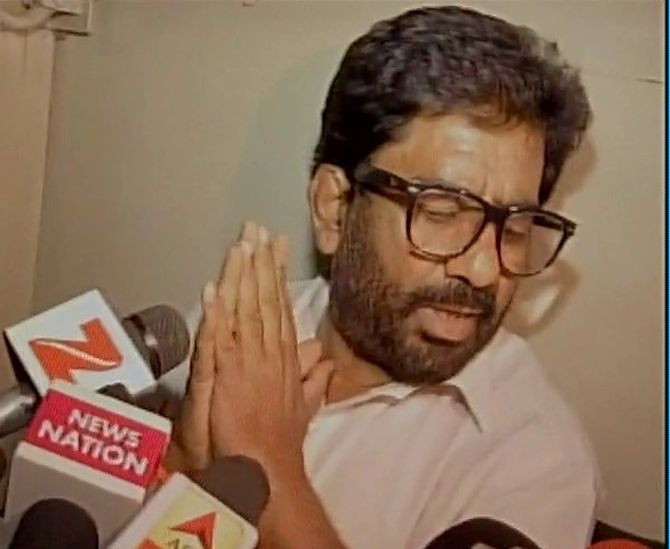 India News - Latest World & Political News - Current News Headlines in India - Why airlines don't ban Hurriyat leaders: Sena on AI row