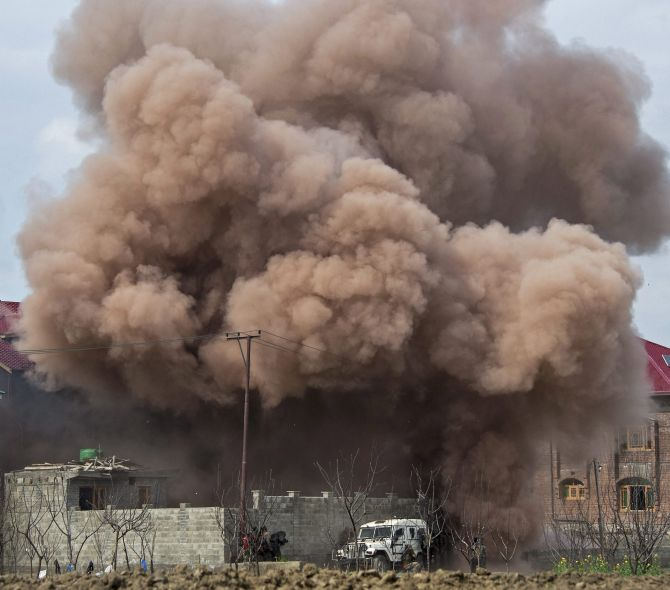 India News - Latest World & Political News - Current News Headlines in India - 1 terrorist and 3 civilians dead in 11-hour-long Kashmir encounter