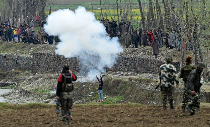 India News - Latest World & Political News - Current News Headlines in India - Kashmir shuts in protest of civilian deaths; extra forces deployed