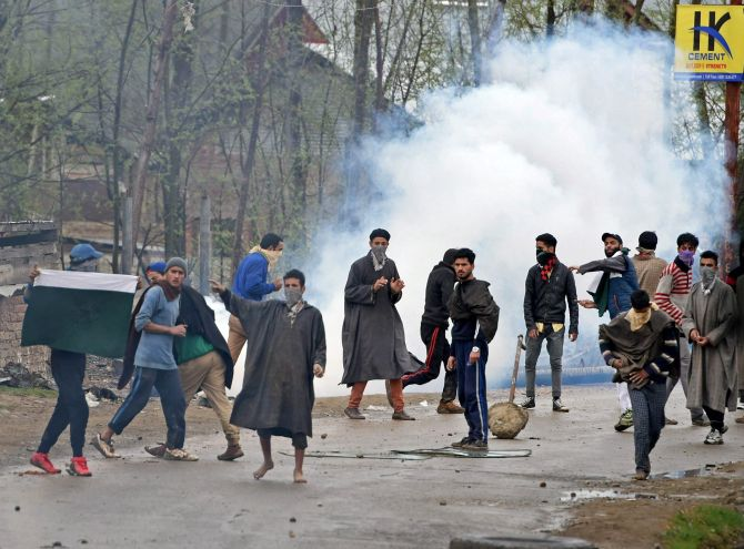 India News - Latest World & Political News - Current News Headlines in India - 22 social networking sites banned in Kashmir for one month
