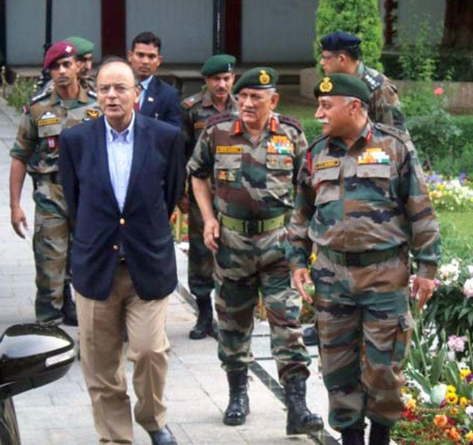 Jaitley in Kashmir, asks military to give befitting reply to Pakistan