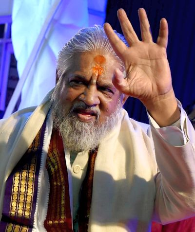 India News - Latest World & Political News - Current News Headlines in India - Controversial godman Chandraswami cremated, VIPs remain absent