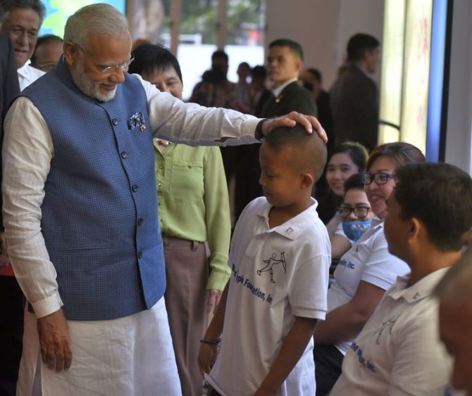 India News - Latest World & Political News - Current News Headlines in India - PHOTOS: Modi's day out in Manila