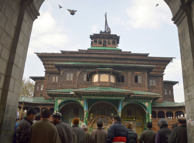 India News - Latest World & Political News - Current News Headlines in India - PHOTOS: Fire damages historic shrine in Srinagar