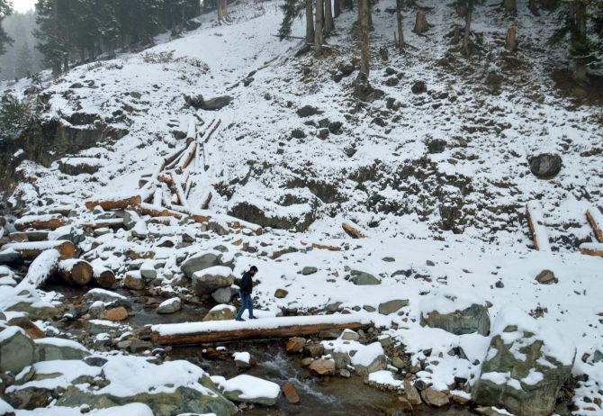The Ski Resort Of Gulmarg In North Kashmir Received Fresh Snowfall Of Two Inches On Friday Night While The Day Temperature In Jammu Dipped By Six Degrees