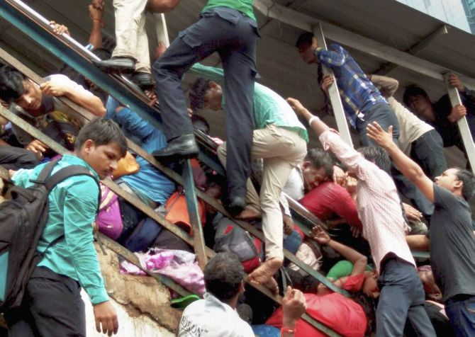 India News - Latest World & Political News - Current News Headlines in India - Western Railway probe blames heavy rain for Elphinstone stampede