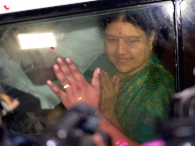 India News - Latest World & Political News - Current News Headlines in India - Sasikala returns to Bengaluru prison as parole ends