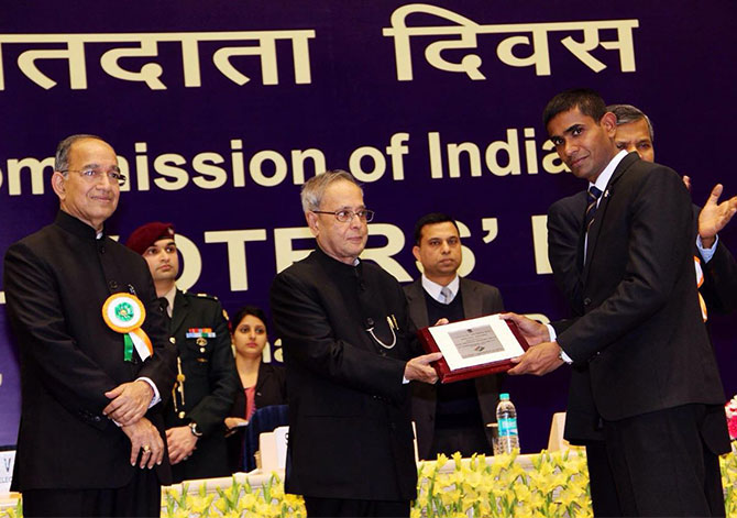 Pradeep Arya receiving an award from President of India for best electoral practice