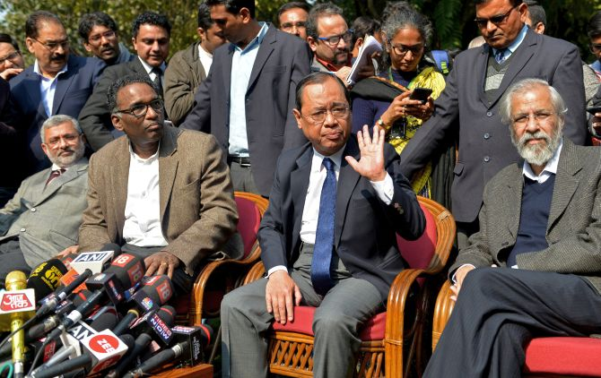 India News - Latest World & Political News - Current News Headlines in India - First signs of thaw: CJI reaches out, meets with 4 dissenting judges
