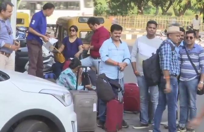 India News - Latest World & Political News - Current News Headlines in India - Goa: Tourists stranded as taxis go off-road; strike to continue
