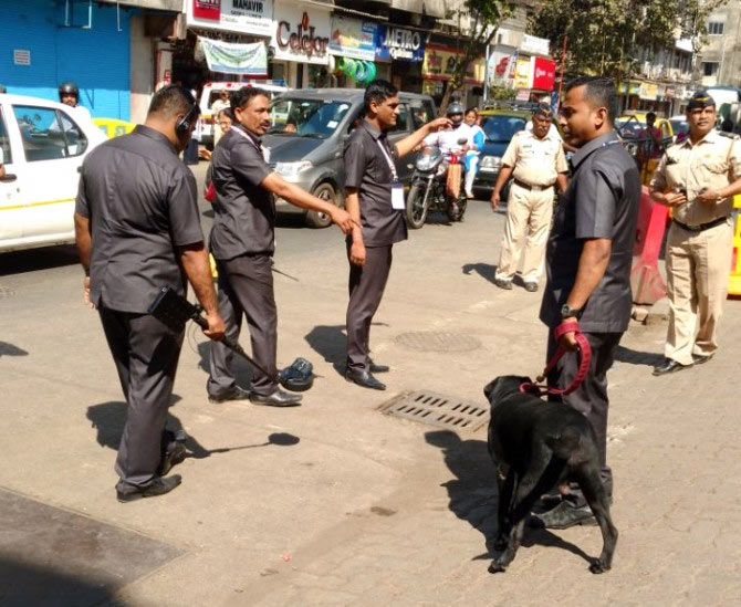 Bomb detection squad and the Labradors scour Hormusji Street. Photograph: Vaihayasi Pande Daniel/Rediff.com