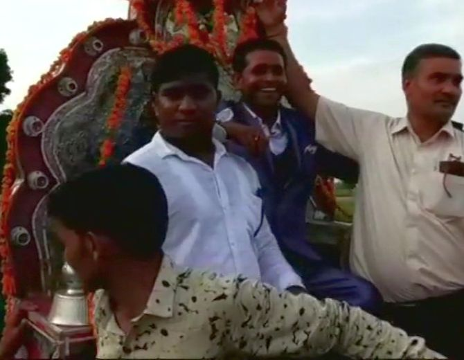 India News - Latest World & Political News - Current News Headlines in India - Finally, UP Dalit groom takes out 'baraat' through upper-caste area amid tight security