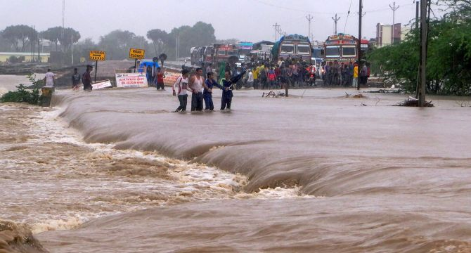 India News - Latest World & Political News - Current News Headlines in India - 2 dead, 3,500 relocated as rains lash parts of Gujarat