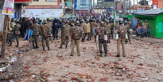 India News - Latest World & Political News - Current News Headlines in India - Shillong clashes: Army holds flag march, curfew on