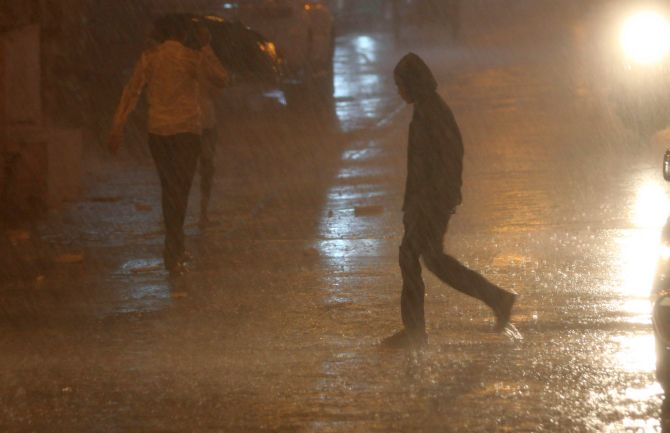 India News - Latest World & Political News - Current News Headlines in India - Countdown to Mumbai's monsoon begins with showers