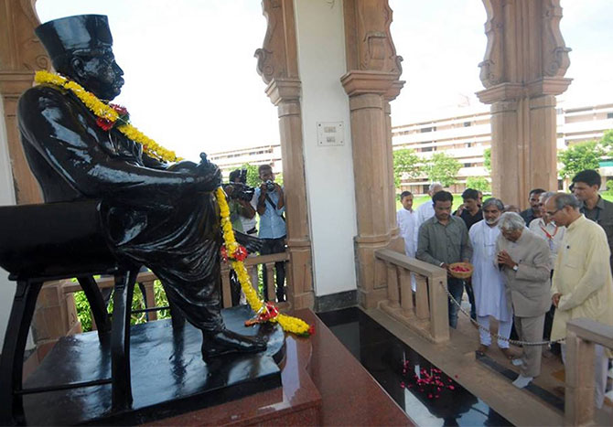 Former President A P J Abdul Kalam pays his respects at the Dr K B Hedgewar memorial in Nagpur. Photograph: Kind courtesy Tarun Vijay