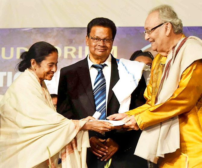 Mamata Banerjee with veteran Bengali actor Soumitra Chatterjee