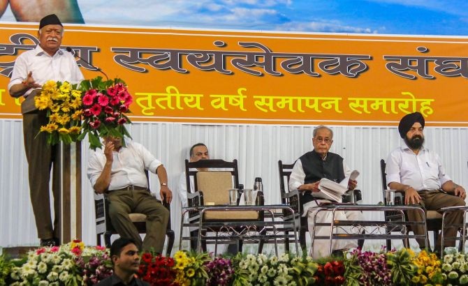 Rashtriya Swayamsevak Sangh Sarsanghchalak Mohan Bhagwat addresses RSS swayamsevaks as former President Pranab Mukherjee listens intently, Nagpur, June 7, 2018.