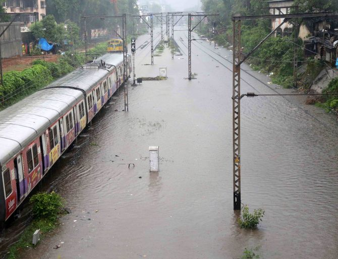 India News - Latest World & Political News - Current News Headlines in India - Monsoon hits Mumbai; heavy rain hits train, road, air traffic