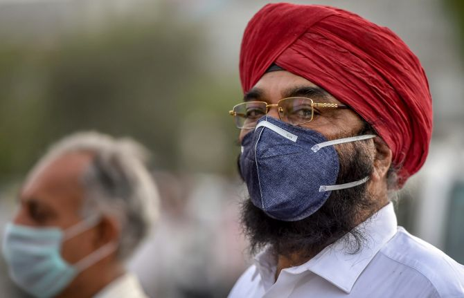 India News - Latest World & Political News - Current News Headlines in India - Choke on this! Delhi under a thick haze of dust, pollution levels at 'severe'