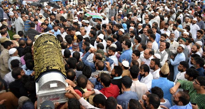 India News - Latest World & Political News - Current News Headlines in India - Shujaat Bukhari killing: 1 arrested; thousands gather for last rites