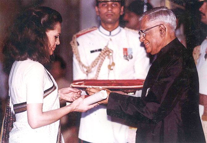 President Ramaswamy Venkataraman seen here conferring the Bharat Ratna on the late Rajiv Gandhi at Rashtrapati Bhavan in a special investiture ceremony