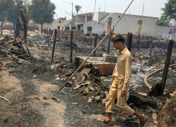 India News - Latest World & Political News - Current News Headlines in India - 5 civilians killed as Pakistani troops shell border villages