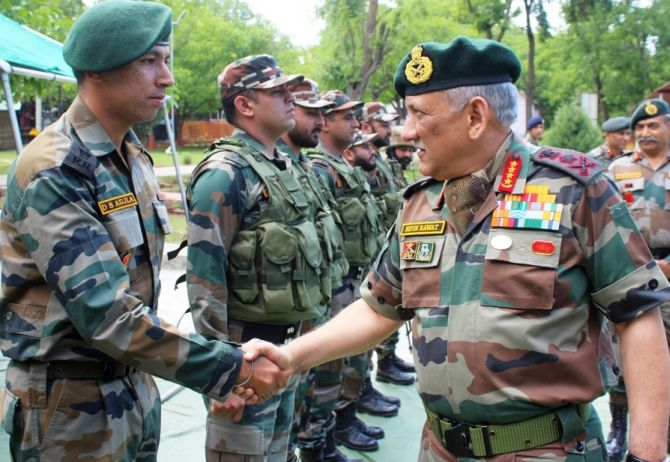 India News - Latest World & Political News - Current News Headlines in India - Army chief visits Kashmir after Centre ordered ceasefire for Ramzan